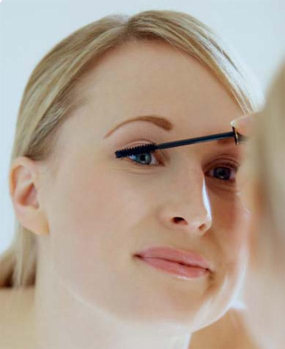 A smink és a kontaktlencsék
