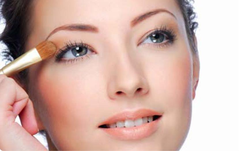 sminkelés és kontaktlencseviselés